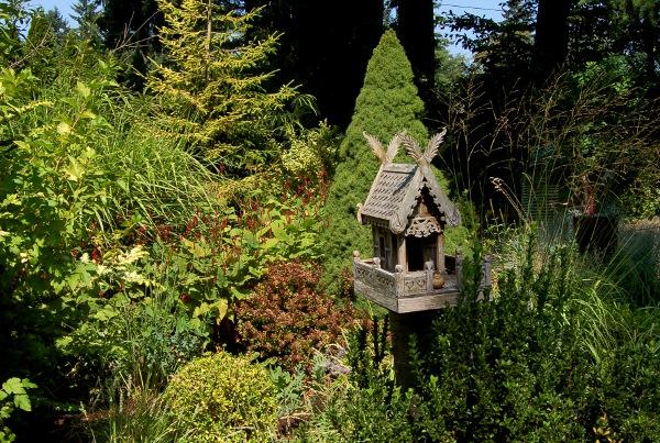 birdhouse in the garden of designer vanessa gardner nagel