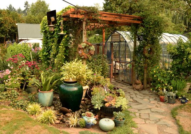 vegetable garden pots greenhouse 082215 045